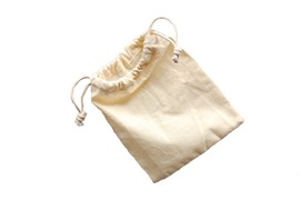 SET 4 UNBLEACHED COTTON  BAGS W/ROPE 16X22CM